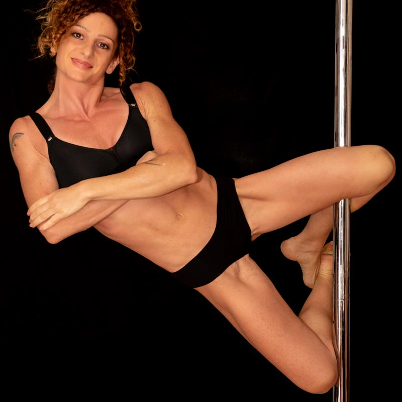 stefania-pisani-istruttrice-pole-dance-palestra-lecce-alma-sport