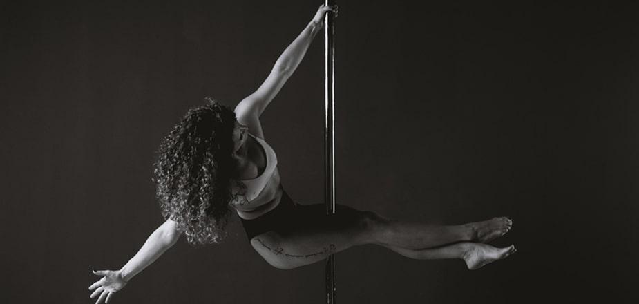 pole-dance-corso-esercizi-palestra-lecce-alma-sport-benessere-fitness